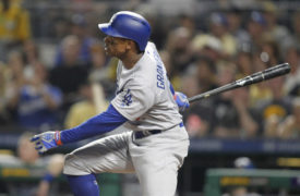 Dodgers' Dave Roberts On Starting Curtis Granderson and Center Field
