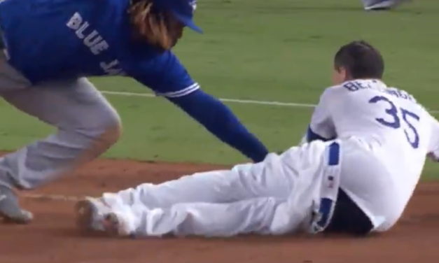 Dodgers: Cody Bellinger Loses Pants on the Field
